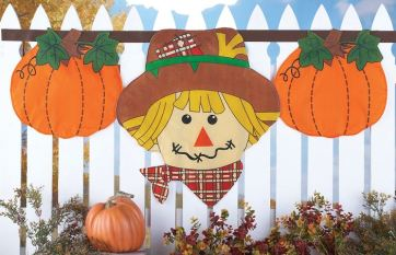 autumn-scarecrow-hanging-fence-bunting